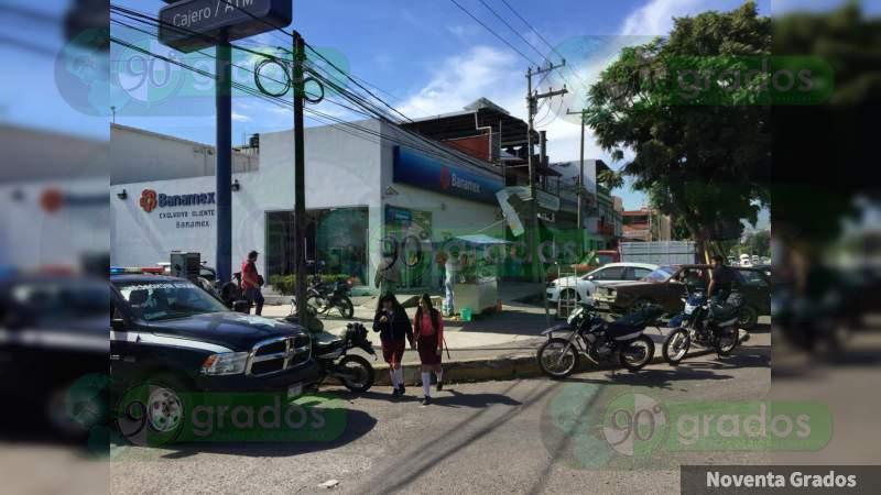 Asaltan a clientes de Banamex en Uruapan, Michoacán