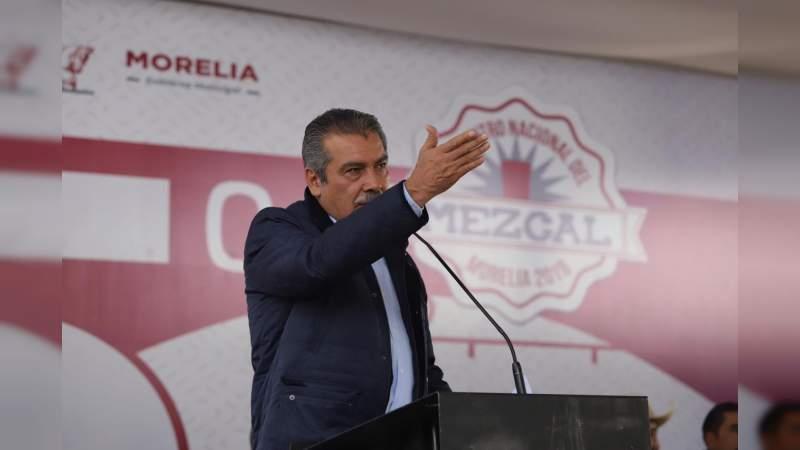 Alcalde, Raúl Morón se pronuncia por apoyar a mezcaleros desde la producción y comercialización