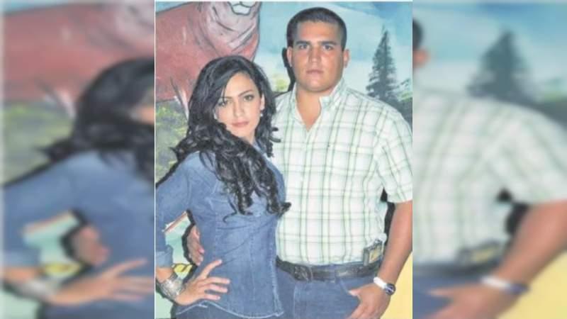 Reaparece Iris Vianey Mendoza en foto con su hermano, presunto narco
