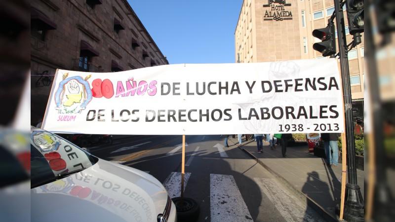 SUEUM bloquea la avenida Madero
