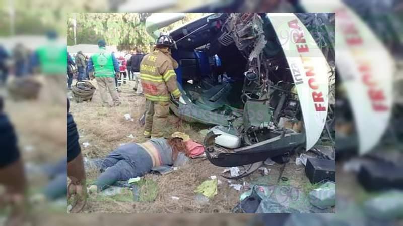 Siete muertos y 24 heridos al accidentarse autobús en San Luis Potosí