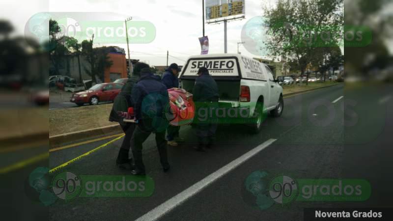 Cenaba tacos y muere prensada por camioneta en Celaya, Guanajuato