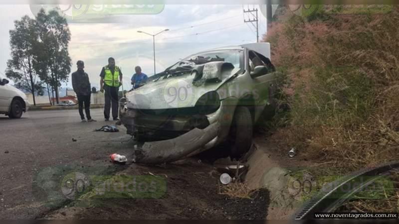 Muere madre e hija resulta herida en volcadura sobre la autopista del Sol en Guerrero