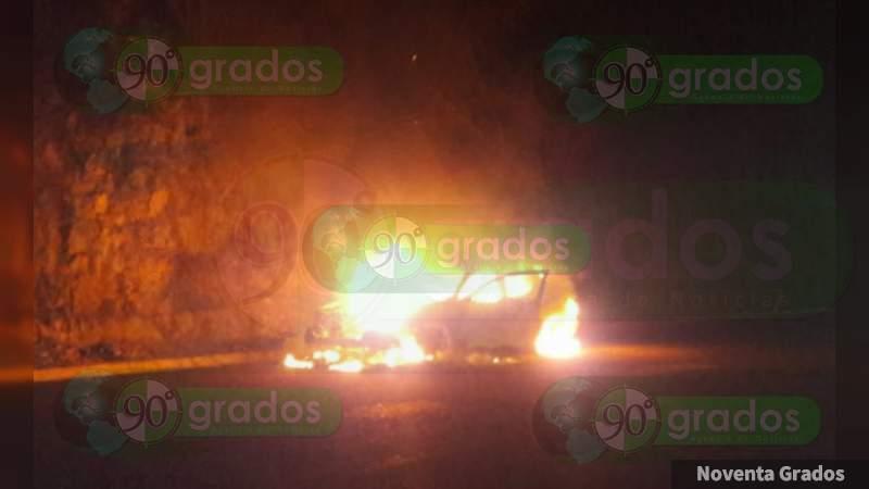 Se incendia camioneta en calles de Acapulco, Guerrero