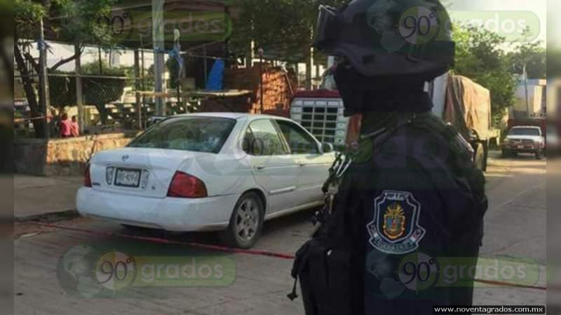 Encajuelado en coche, hallan cadáver en Acapulco, Guerrero