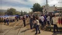 Maestros bloquean las vías del tren en diversas regiones de Michoacán