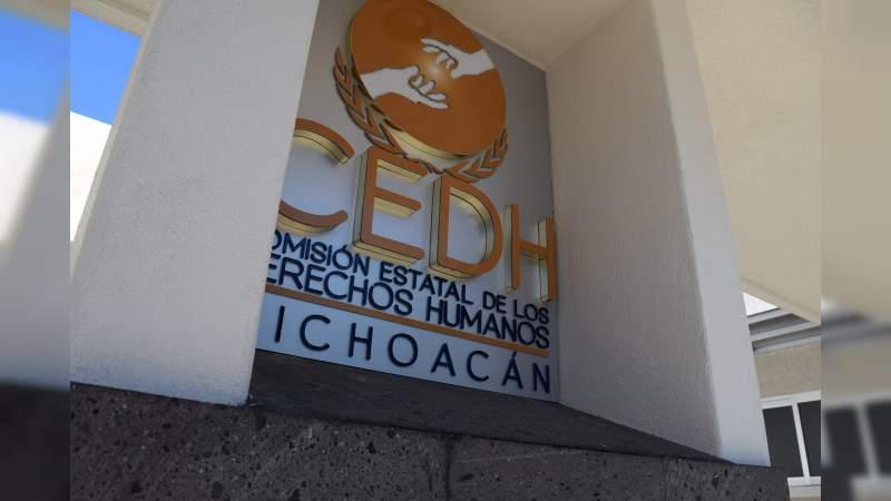 Atiende CEDH caso de encadenados en Aquila, advierte comunidades al margen de la ley