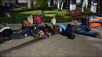 Migrantes centroamericanos avanzan de Chiapas hacia Oaxaca