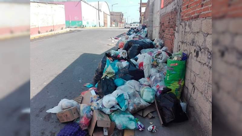Foco de Infección por basura en las calles de Almoloya de Juárez