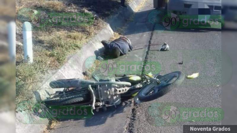Ejecutan a dos motociclistas sobre la Apatzingán - Cuatro Caminos, en Michoacán