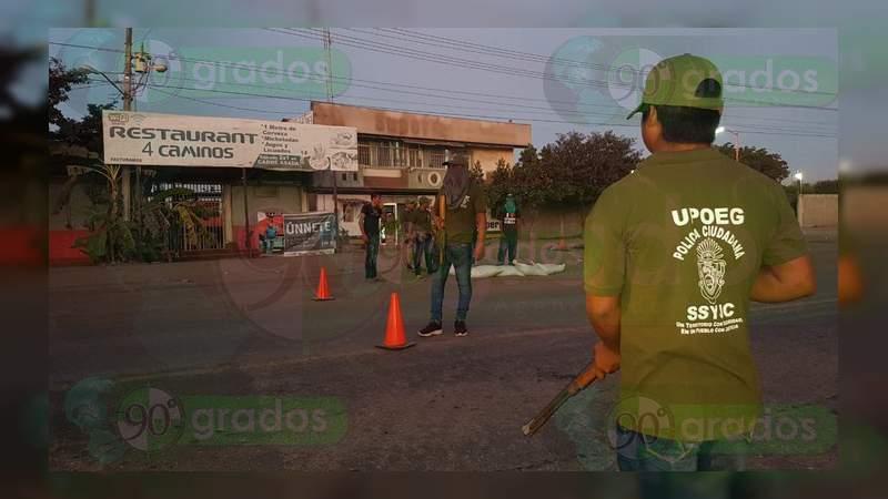 Policías comunitarios instalan filtros en los límites de Michoacán y Guerrero