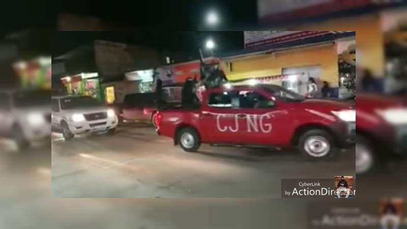 Graban convoy del CJNG paseando en calles de Michoacán