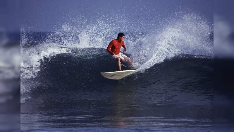 Playas michoacanas de las mejores para practicar el surf