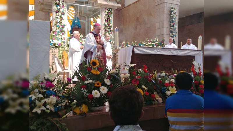 Miles de personas visitan el Santuario de Acahuato con motivo del Día de la Candelaria