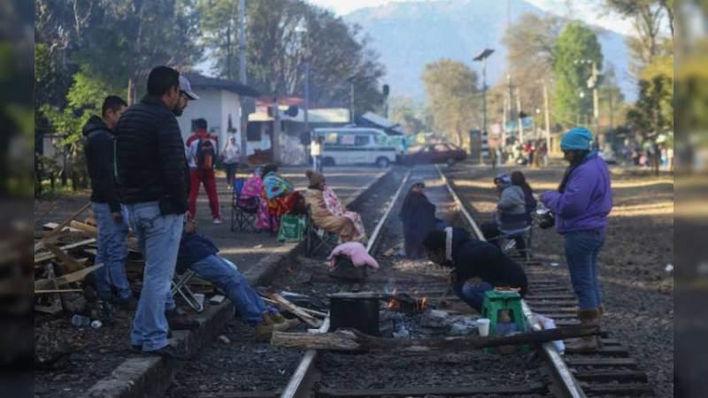 CNTE vuelve a tomar las vías del tren en Lázaro Cárdenas