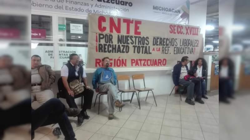 CNTE mantiene la toma de oficinas de Rentas, Presidenciales Municipales y casetas de peaje