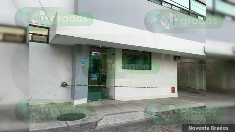 Rematan a baleado en la Joyita dentro del hospitalen Uruapan, Michoacán