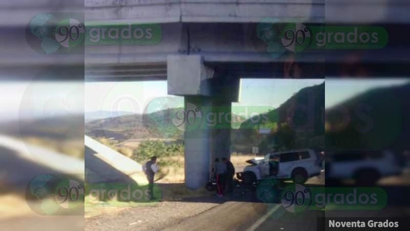 Trágico accidente en la Morelia-Salamanca deja dos heridos graves