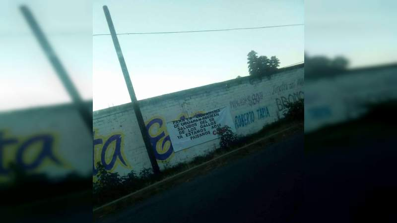 "Aparecen ""narcomantas"" en Uruapan, Michoacán"