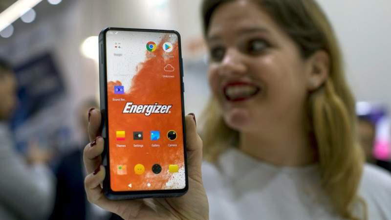 Energizer lanza celular con batería que dura hasta 50 días
