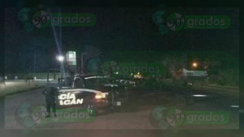 Fuerte movilización policiaca en Apatzingán por convoy del CJNG