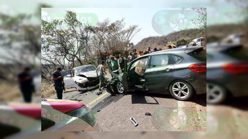 Choque en carretera de Tzitzio deja seis menores y un adulto lesionados