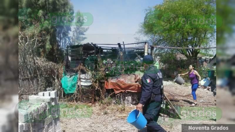 Fuego consume humilde vivienda en Cuitzeo, Michoacán