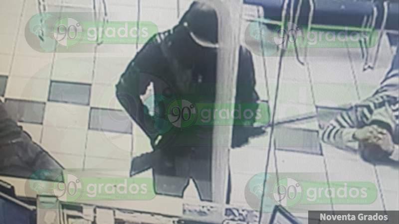 Detienen a tres jóvenes por asalto armado a banco en Nuevo León