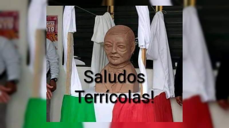 Develan en San Luis Potosí busto de Benito Juárez con aspecto alienígena