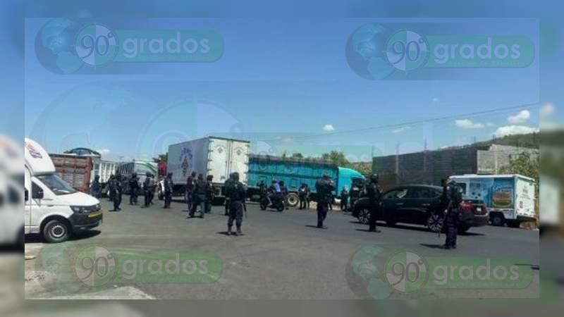 En la visita de Alfonso Durazo, delincuentes bloquean la carretera Peribán – Los Reyes