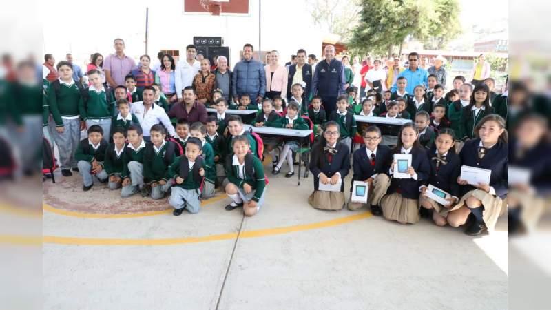 Estudiantes de Churintzio son reconocidos por logros académicos