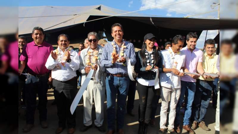 Araceli Saucedo inaugura primera etapa de la red carretera Cuanajo-El Refugio