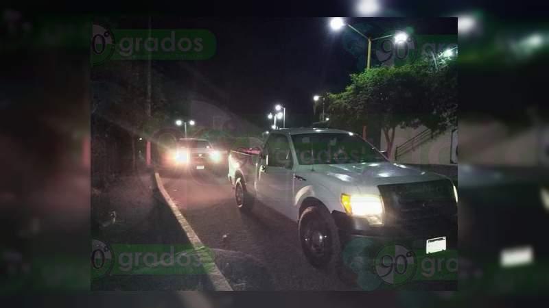 Pobladores reportan convoyes de gente armada circulando en Apatzingán y Lombardía