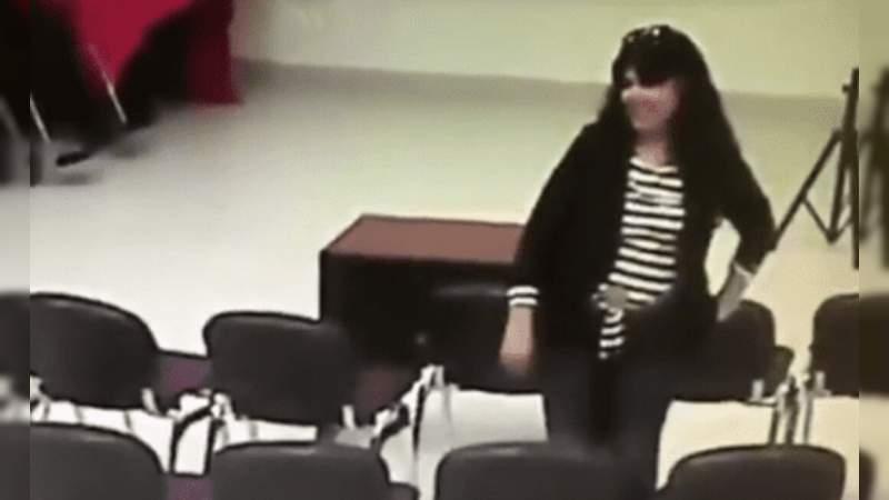Descubren a regidora de Morena robando un celular