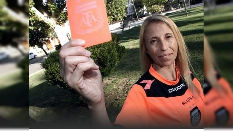 Queman a mujer árbitro durante un partido en Argentina