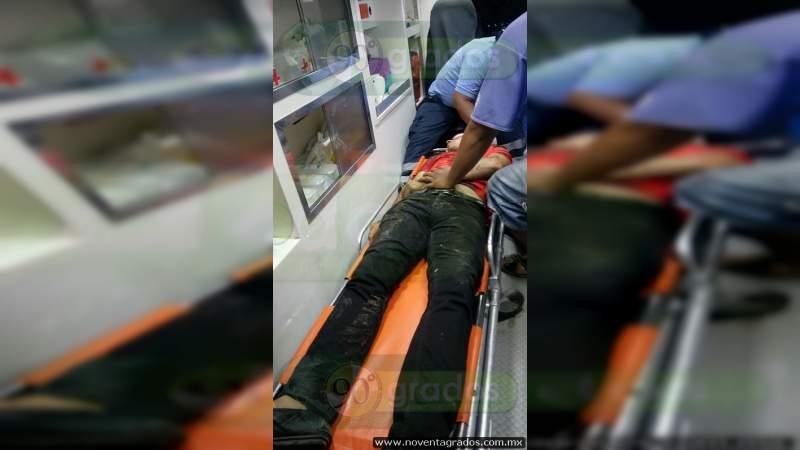 Atacan combi y dejan un muerto y dos heridos, en Acapulco, Guerrero