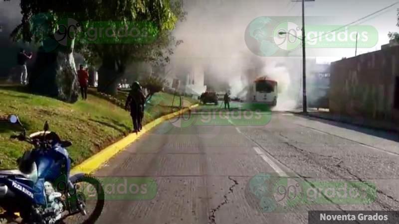 Se incendia camión urbano en Zamora, Michoacán