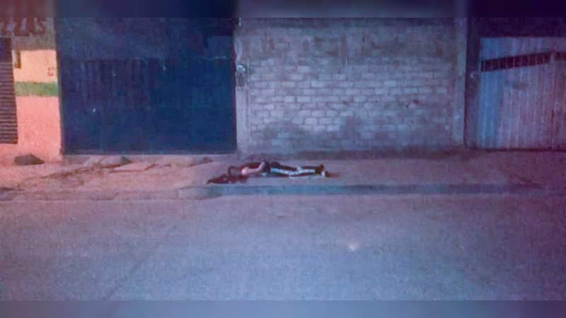 En Uruapan ejecutan a un hombre en la colonia Doctores, los victimarios le dejaron un narcomensaje