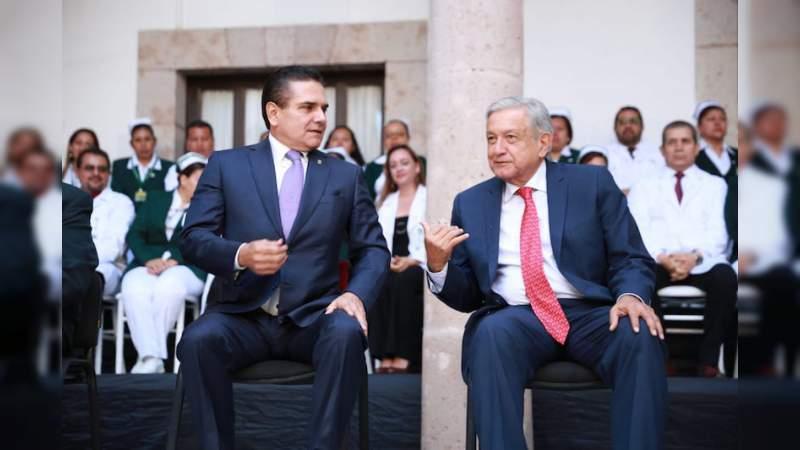 AMLO promete federalizar pago de maestros en Michoacán