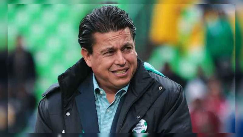 Santos despide a Salvador Reyes