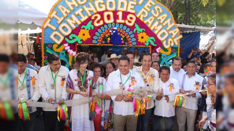 Inaugura Carlos Herrera el Tianguis Artesanal más grande de América, en Uruapan
