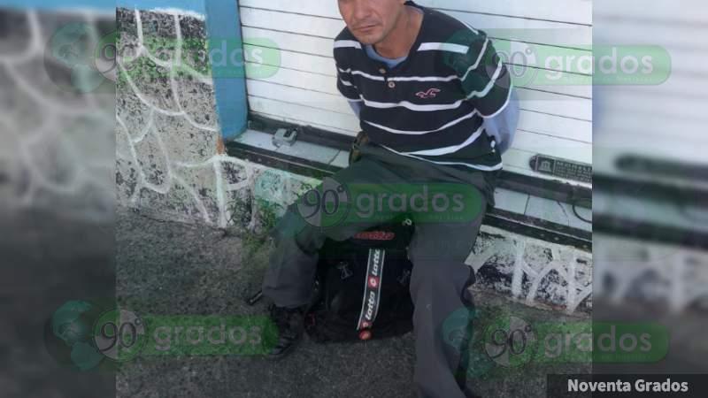Detienen policías morelianos a iracundo sujeto en Morelia, Michoacán