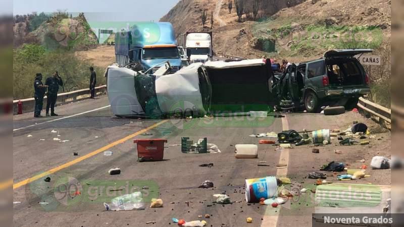 Una mujer muerta y ocho heridos en choque sobre la Siglo XXI, en Michoacán