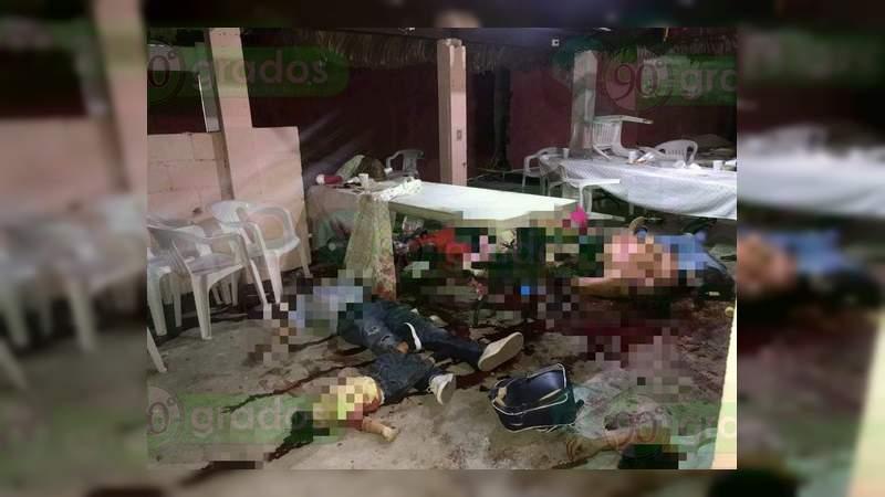 Tiroteo en salón de fiestas en Minatitlán deja 13 muertos entre hombres, mujeres y un bebé