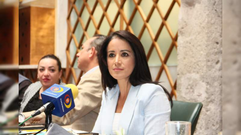 Lucila Martínez llama a la población a protegerse de altas temperaturas