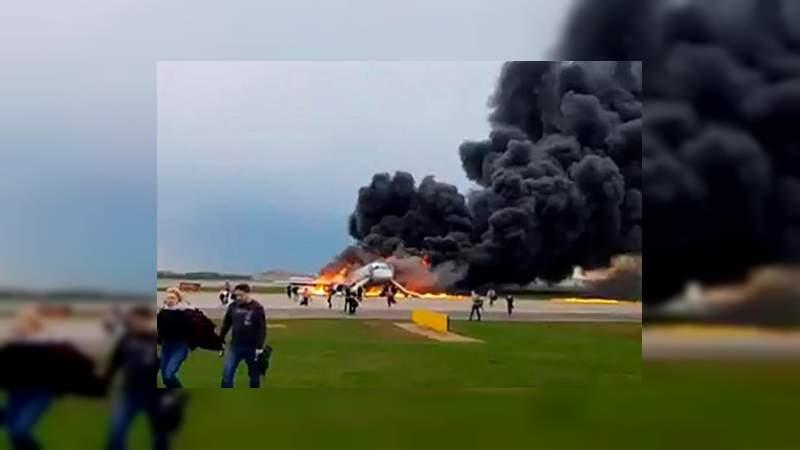 Mueren 41 en abrupto aterrizaje de avión en Moscú, Rusia