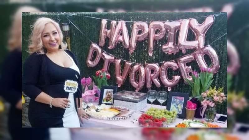 Mujer estadounidense organiza una fiesta para celebrar su divorcio