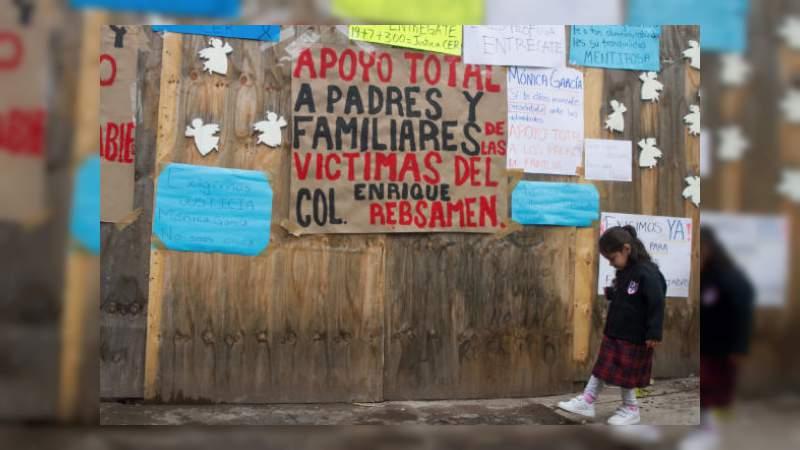 Mónica García Villegas, directora del Colegio Rébsamen, se entregó a las autoridades