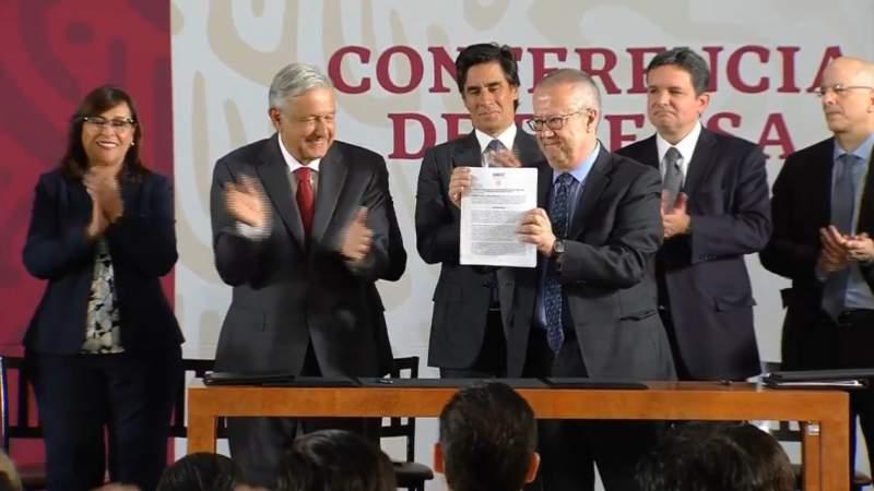 Ayudaremos a reducir la carga fiscal de Pemex: Carlos Urzúa
