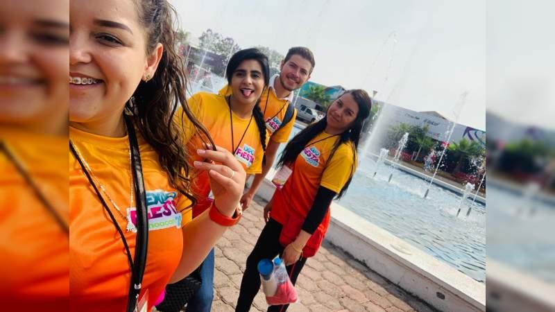Trabajo dinámico y divertido de los jóvenes que brindan servicio social en la Expo Fiesta Michoacán 2019